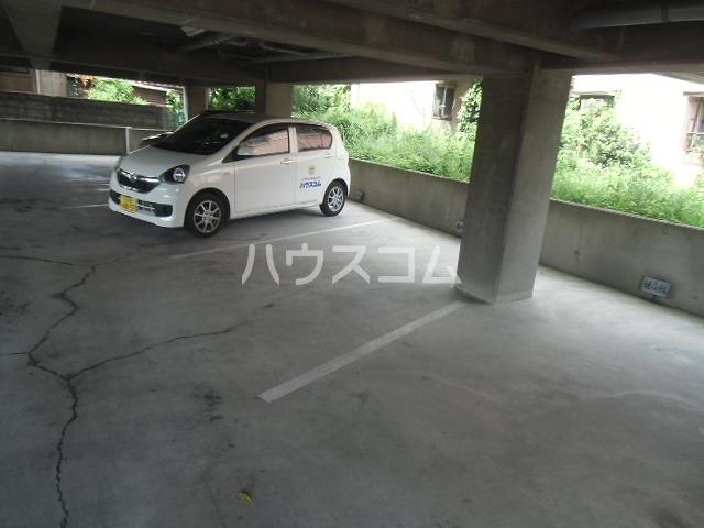 ルートヒルⅣ A6号室の駐車場