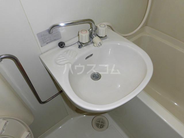 ルートヒルⅣ A6号室の洗面所