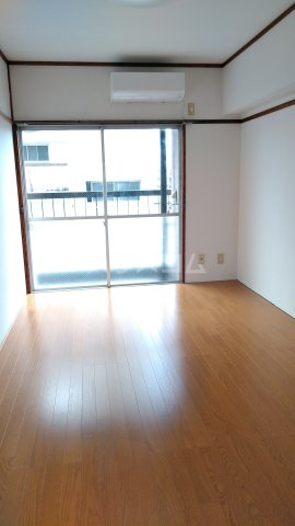 第2松田ビル 402号室の居室