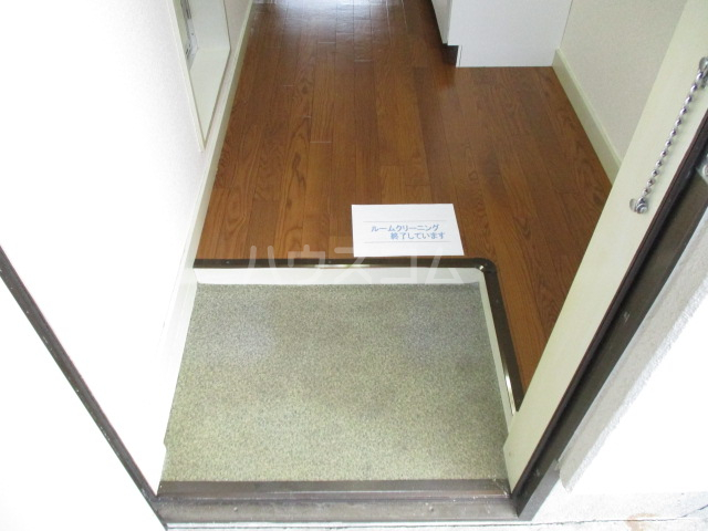 ビレッジ仁戸名 202号室の玄関