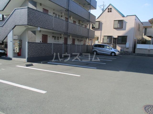 MONATIS Ⅱ 101号室の駐車場