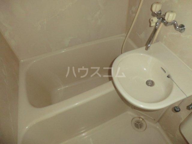 プレスイン豊 2A号室の風呂