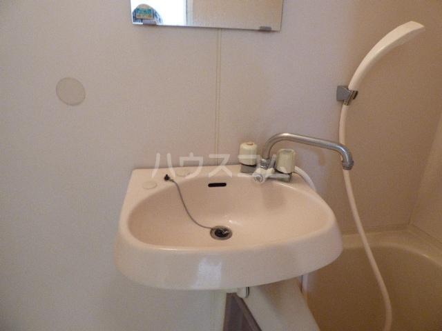 コロニアル実籾第1 102号室の洗面所