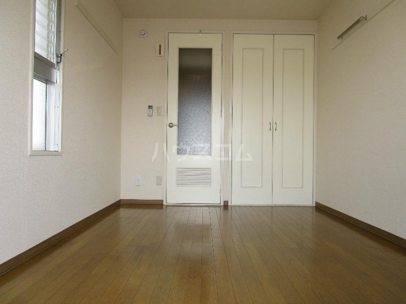 助信モンドEAST 305号室のベッドルーム