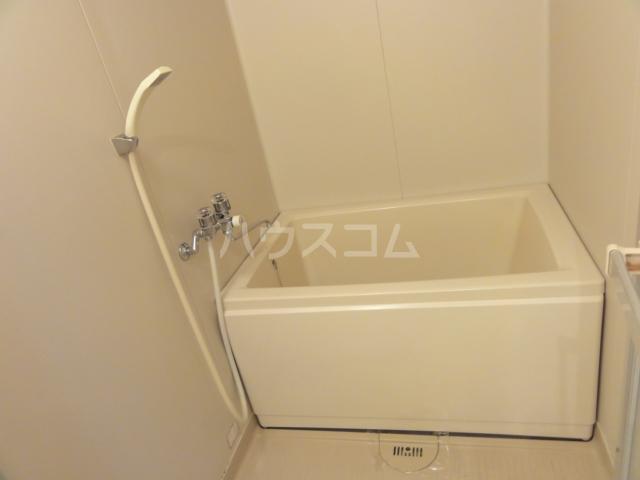 ベルシェ新開 302号室の風呂