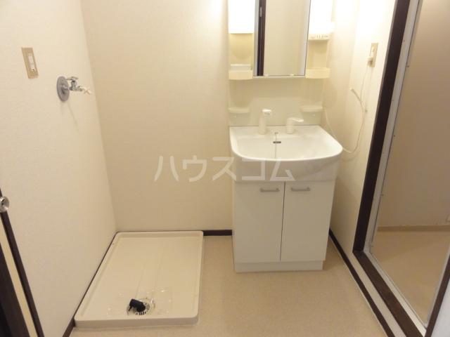 ベルシェ新開 302号室の洗面所