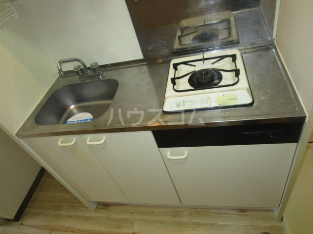 ロイヤルロード 2A号室のキッチン