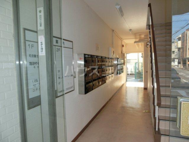 川島第二ビル 502号室のエントランス