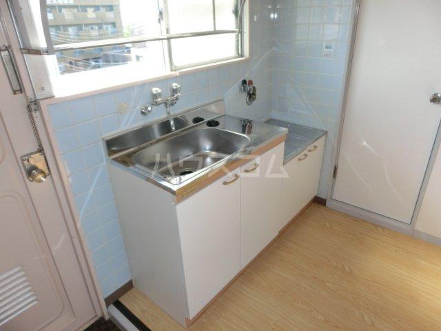 川島第二ビル 502号室のキッチン