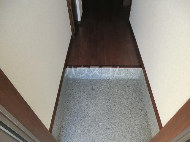 アンプルール リーブル オルメール 103号室の玄関