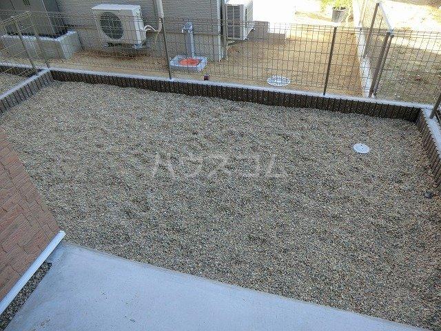 アンプルール リーブル オルメール 103号室の庭