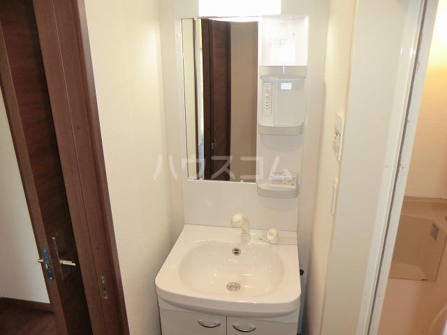 アンプルール リーブル オルメール 103号室の洗面所