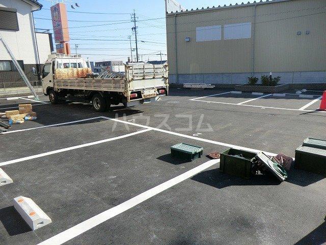 アンプルール リーブル オルメール 103号室の駐車場