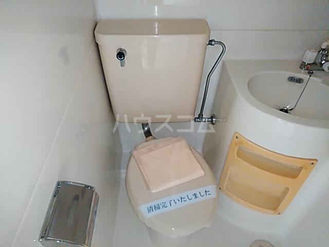 ジュネパレス新検見川第01 201号室のトイレ