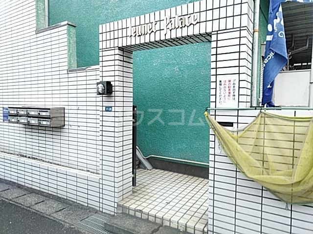 ジュネパレス新検見川第01 201号室のエントランス