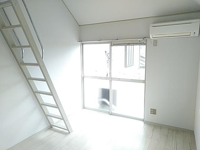 ジュネパレス新検見川第01 201号室のリビング