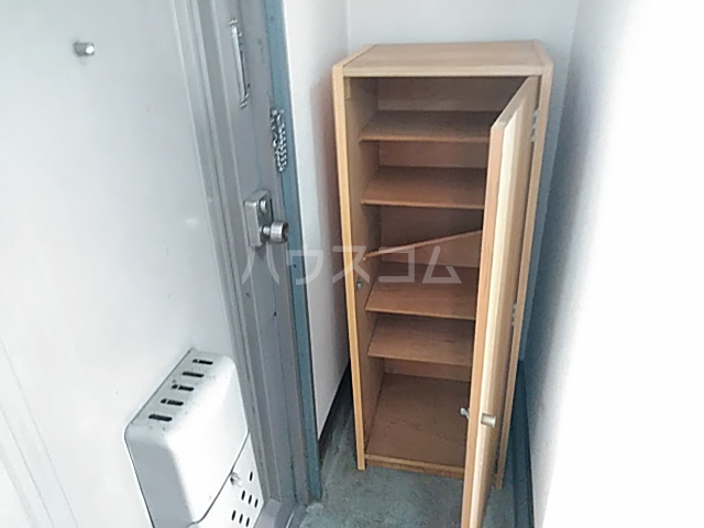 アプローズShimazu 306号室の玄関
