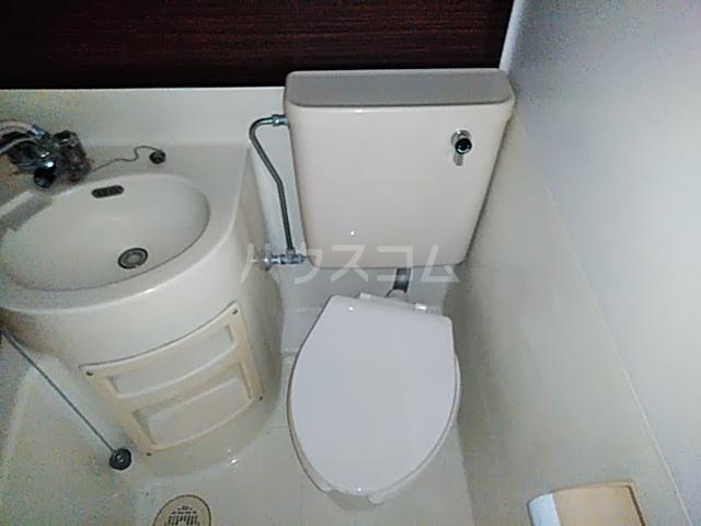 ジュネパレス新検見川第01 102号室のトイレ