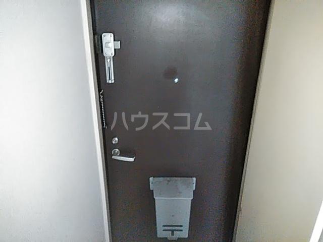ジュネパレス新検見川第01 102号室の玄関