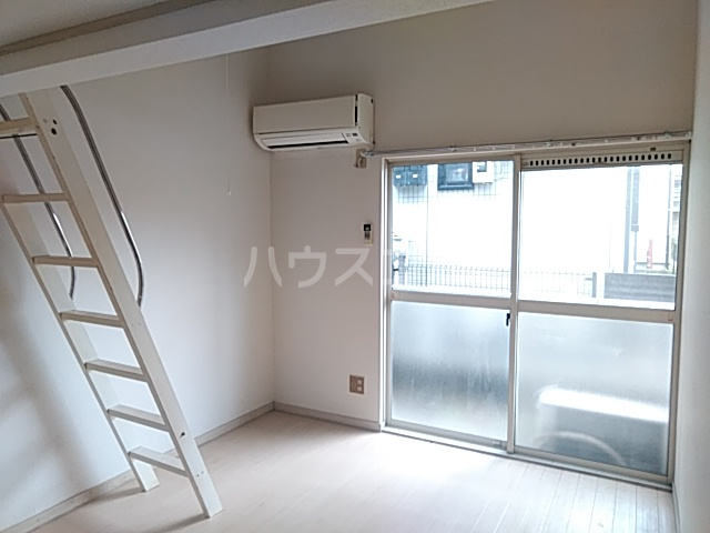 ジュネパレス新検見川第01 102号室のリビング