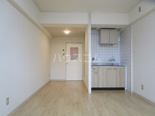 グレイス第5マンション 210号室のリビング