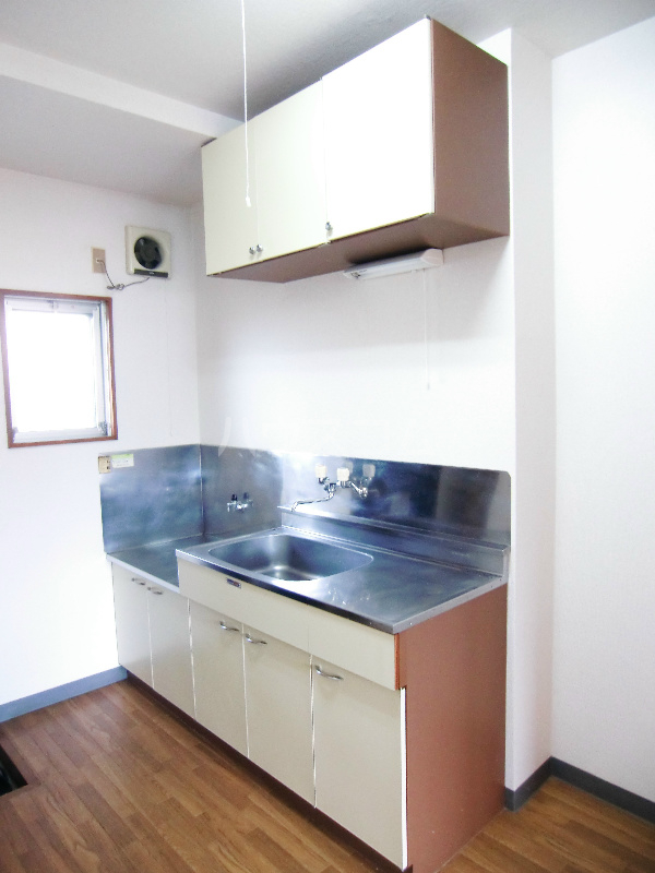 ジュネスタウン 403号室のキッチン