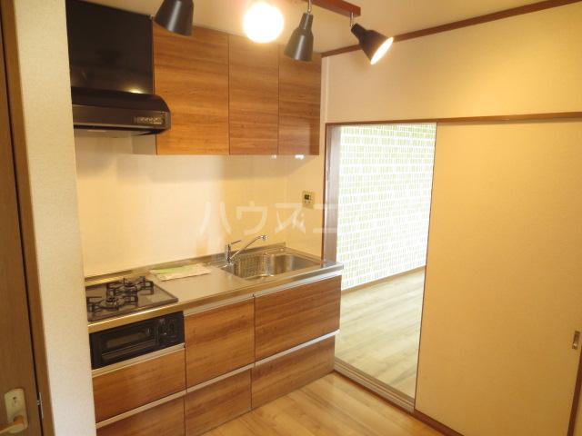 カメハウス 201号室のキッチン