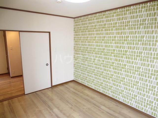 カメハウス 201号室のリビング