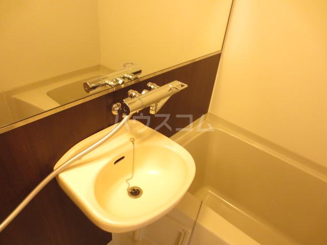 カメハウス 201号室の洗面所