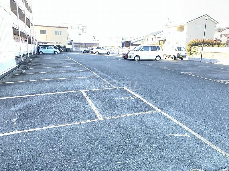 グレイス第3マンション 218号室の駐車場