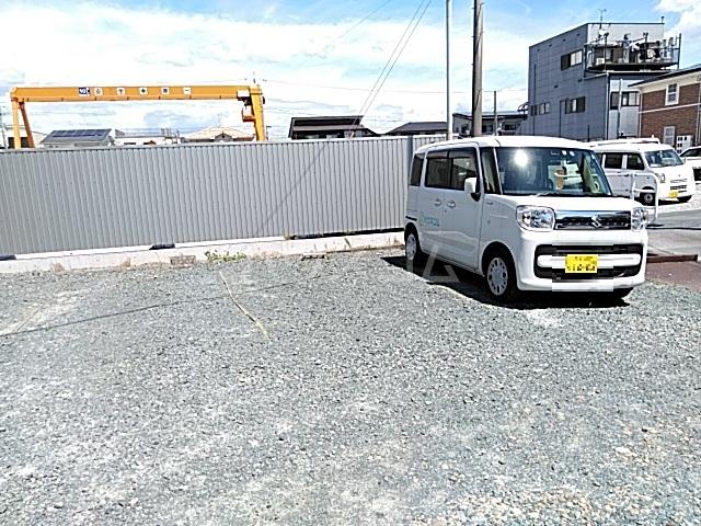 サーラ北島 B 201号室の駐車場