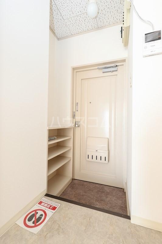 メゾンアルカディア 301号室の玄関