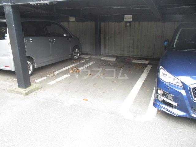 プリサージュ 102号室の駐車場