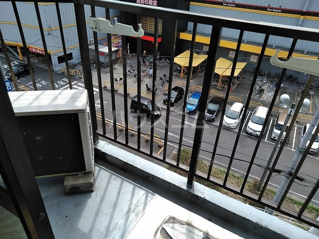 ドール東海通 601号室のバルコニー