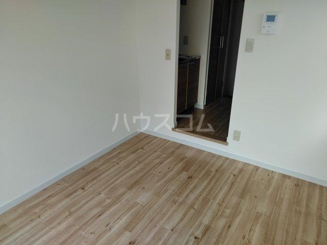 ドール東海通 601号室の居室