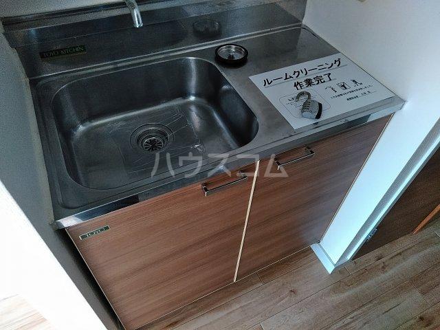 ドール東海通 601号室のキッチン