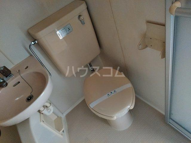 ドール東海通 601号室のトイレ