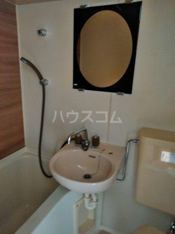 ドール東海通 601号室の洗面所