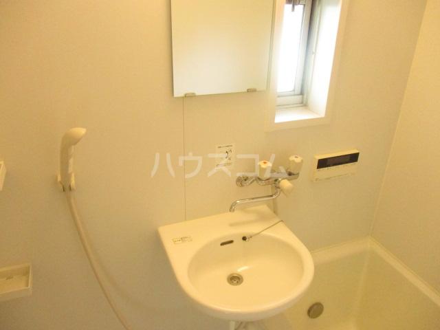 第3中村ハイツ 102号室の洗面所
