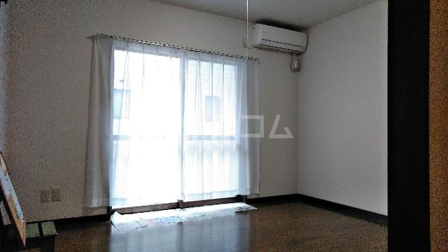 白山ハイツ 102号室のリビング