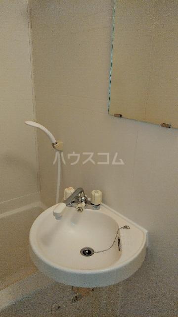 白山ハイツ 102号室の洗面所