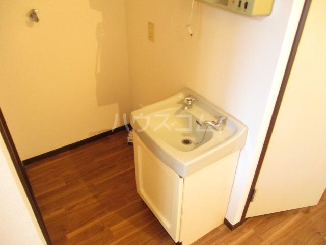 ロワールハイツ 102号室の洗面所