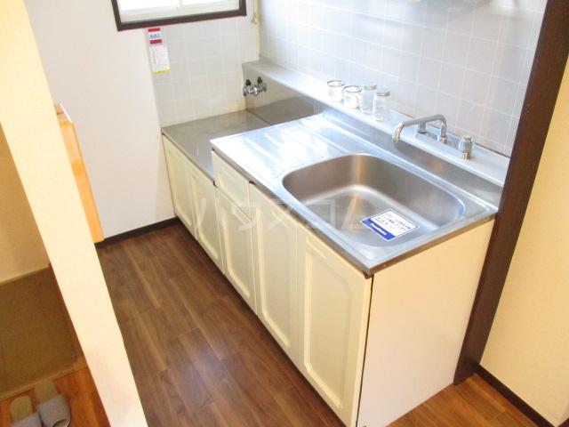 ロワールハイツ 102号室のキッチン