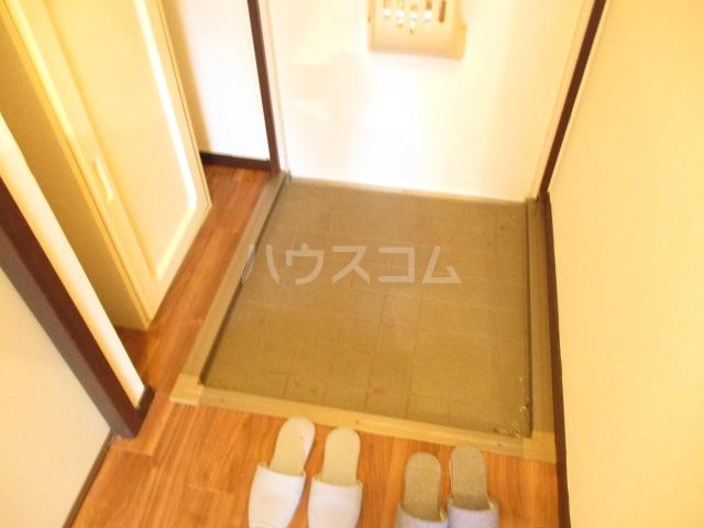 ロワールハイツ 102号室の玄関
