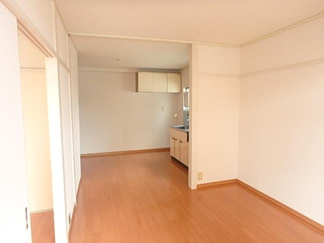 江口マンション四女子 402号室のリビング