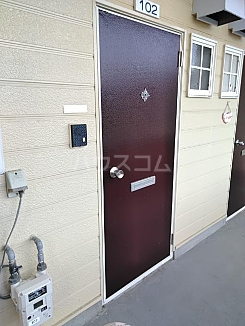 コーポ・モネ 102号室の玄関