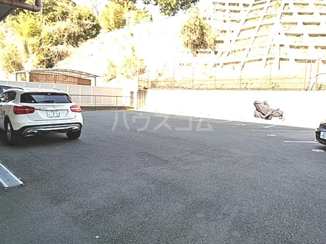 Bo Pierre K号室の駐車場