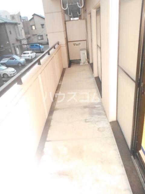 ソレアードパラシオン 202号室の玄関