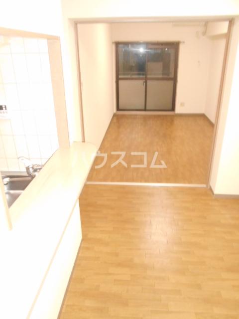 ソレアードパラシオン 202号室のリビング