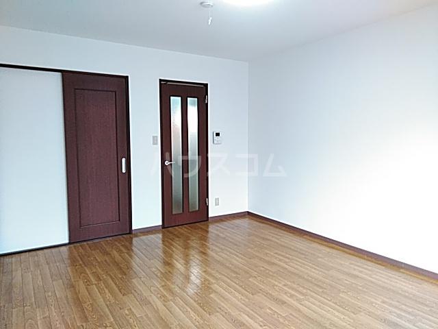 コートリー 102号室のリビング